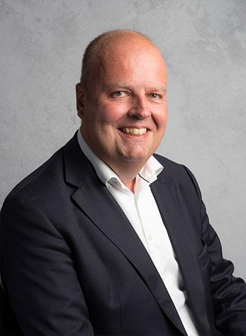 <h3>Chris van der Wal</h3><em>Directie / verkoop personenauto's</em><p>0184 - 60 28 88</p><p>06 - 51 21 34 85</p><p>chris@autobedrijf-vanderwal.nl</p>