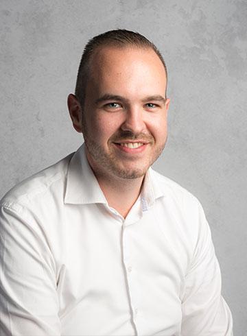 <h3>Isaäk Bleijenberg</h3><em>Verkoop bedrijfswagens</em><p>0184 - 60 28 88</p><p>06 - 19 51 20 06</p><p>isaak@vanderwalvans.nl</p>