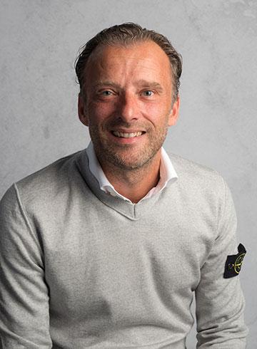 <h3>Martin Vermeulen</h3> <em>Financiële administratie</em> <p>&nbsp;</p> <p>0184 - 60 28 88</p> <p>martin@autobedrijf-vanderwal.nl</p>