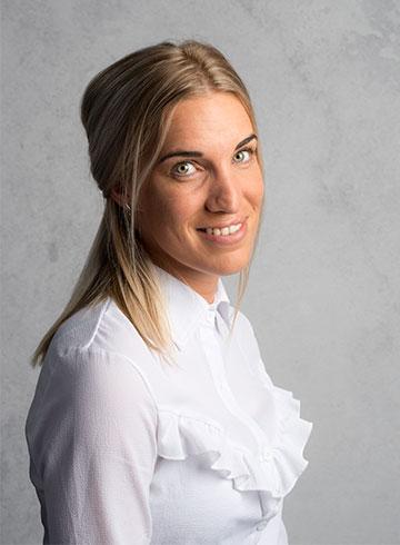 <h3>Rozanne van Wingerden</h3><em>Receptioniste / Administratie</em><p>&nbsp;</p><p>0184 - 60 28 88</p><p>rozanne@autobedrijf-vanderwal.nl</p>