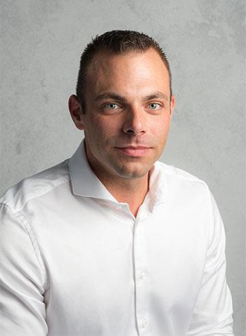 <h3>Sander Middelkoop</h3> <em>Verkoop bedrijfswagens</em> <p>0184 - 60 28 88</p> <p>06 - 82 51 91 67</p> <p>sander@vanderwalvans.nl</p>